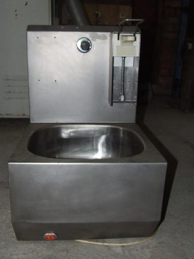 Używane Umywalka z dozownikiem