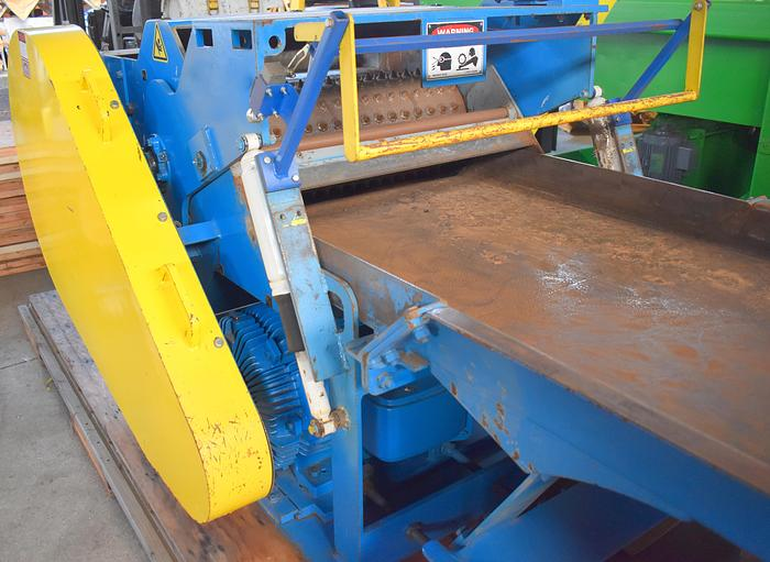 Used West Salem 1638 HTH  horizontal low RPM waste grinder, WSM Low Speed grinding system with infeed vibrating conveyor & large vibrating surge bin hopper