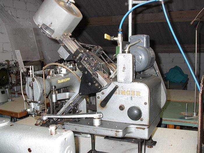 Gebraucht Knopfannähmaschine DÜRKOPP  Kl. 569-104 .