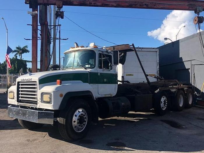 Used 1999 MACK RD 688S ROLL-OFF TRUCK