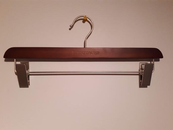Wholesale Clothes Hangers – Wood, metal & plastic.