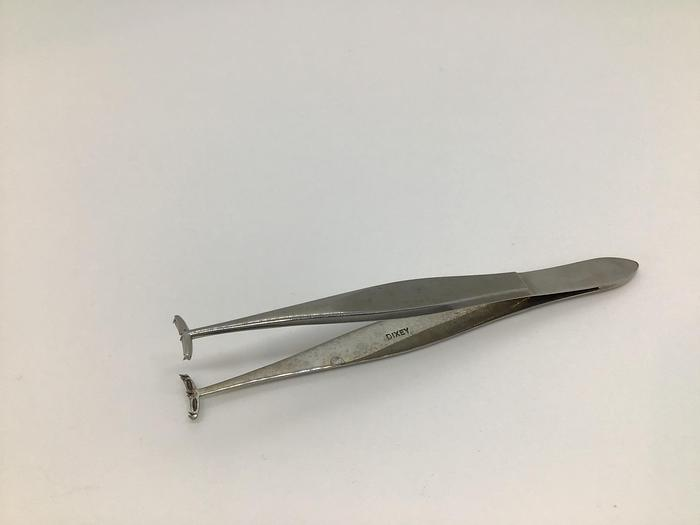 Used Ophthalmic Forceps Fixation Llovera-Barraquer 3:6 Teeth 100mm