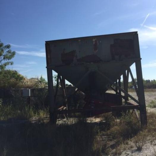 25 Ton Stationary Feed Hopper