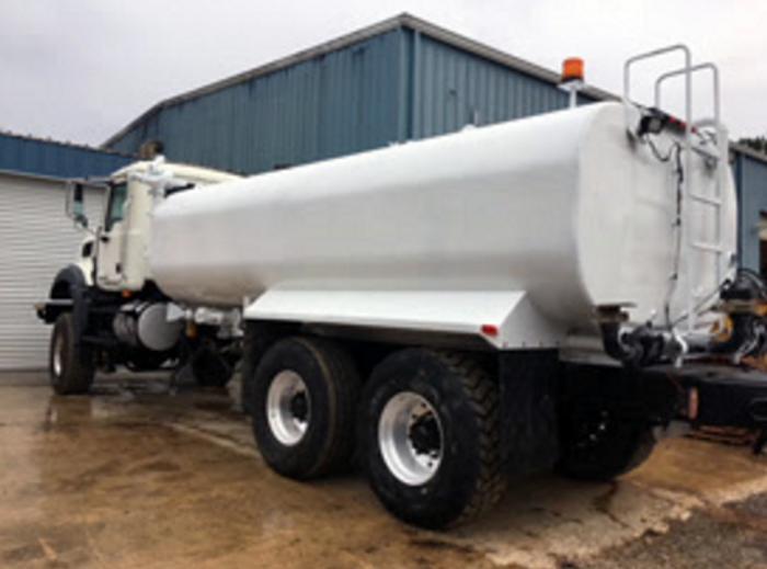 2008 Mack GU813 6x6 4,000 Gallon Tandem Axle Water Truck