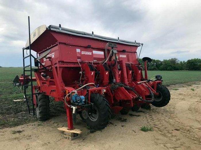 Used Spudnik 8045 Potato Bed Planter
