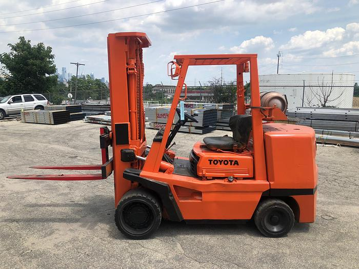 Used 10,000 LB. TOYOTA FORKLIFT MODEL FGC45 W/ SOLID TIRES