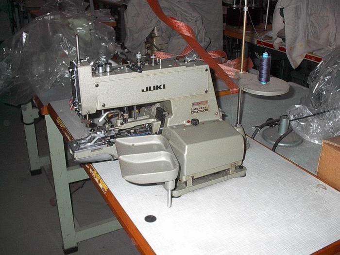 Gebraucht Knopfannähmaschine JUKI  MB 372 2-4 Loch + Ösenknöpfe