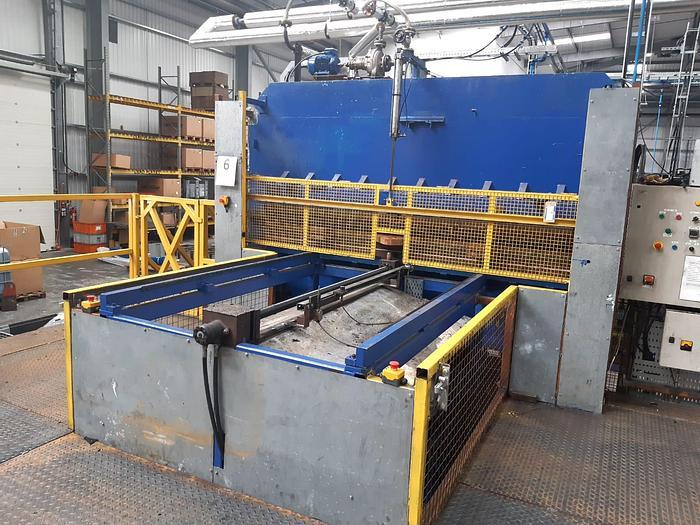 Refurbished Fogg & Young 500ton upstroke Hydraulic Press