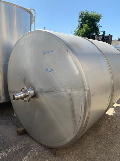 1200 Gallon Vertical Stainless Steel Agitated Tank