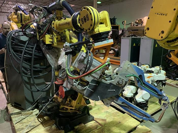 Used FANUC R2000iB/210F 210KG X 2655MM REACH 6 AXIS CNC ROBOT W/R30iA CONTROLS WITH ARO SERVO GUN