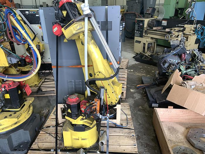 Used FANUC M16iB/20 6 AXIS CNC ROBOT WITH FANUC RJ3IB CONTROLLER