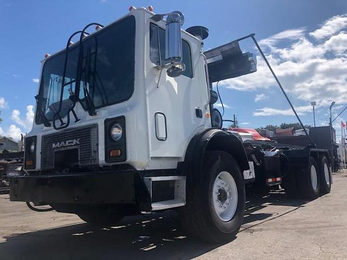 Used 2007 MACK MR 688S ROLL-OFF TRUCK