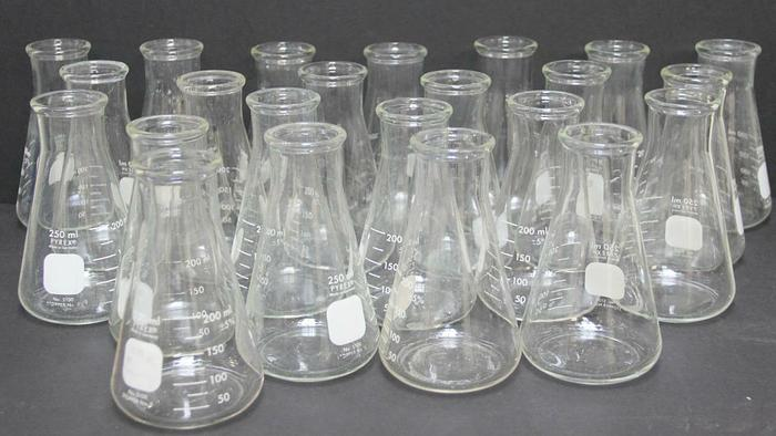 Used PYREX 250mL Erlenmeyer Flask No. 5100 Stopper No. 8 Graduated Lot of 21 (5504)