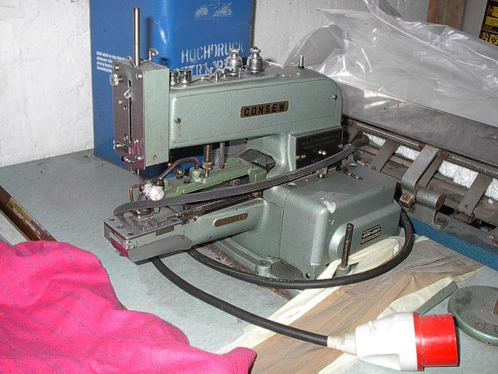 Gebraucht Knopfannähmaschine CONSEW  Kl. 240 de Luxe .