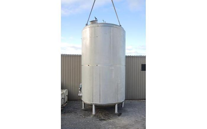 USED 10 000 GALLON TANK, STAINLESS STEEL, INSULATED, WITH IMMERSION HEATERS & SIDE ENTRY MIXER