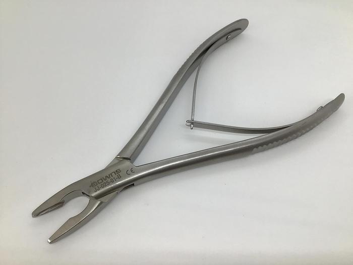 Rongeur Bone Pennybacker Straight Fine Jaws 4mm Bite 203mm (8in) AESCULAP JJ-025-01-B