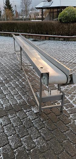Używane Nierdzewny przenośnik (transporter) z burtami i taśmą pełną