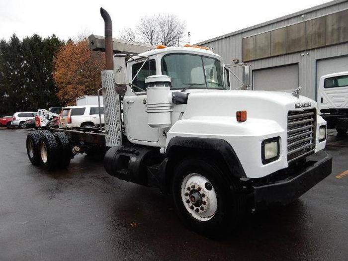 Used 2000 Mack RD690S- Stock #: 8633