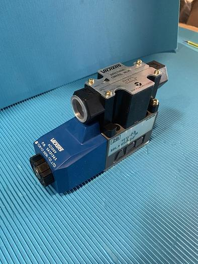 Used vickers directional control valve  dg4v-3-2b-m-p2-t-7-50