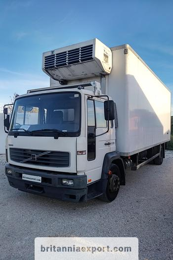 Used 2003 VOLVO FL 220 15 ton refrigerated truck