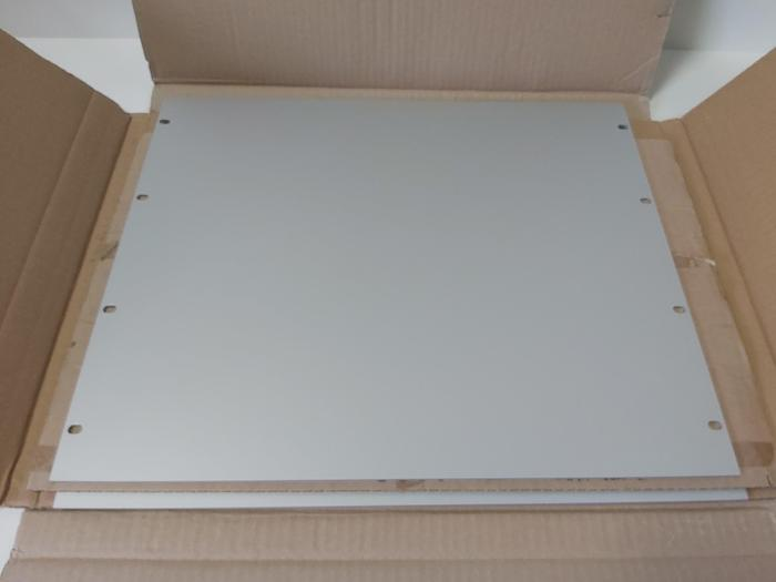 """2 Stück Frontplatten, Alu, 19"""", EL 1939.200, 482,6 x 400 x 3mm, Rittal neu"""