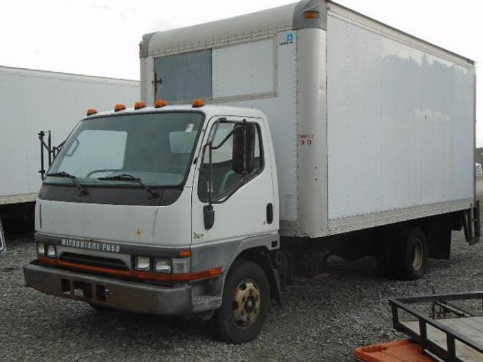 Used 2004 Mitsubishi Fuso FE649 box truck
