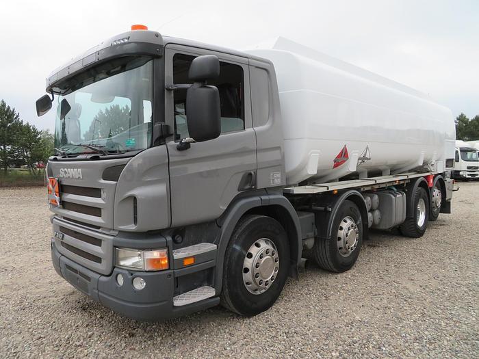 Meget god 2009 Scania P310 8X2*6 24.500 L. ADR