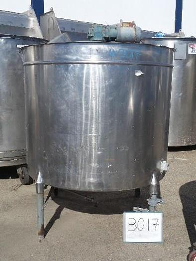 Used 600 Gallon Vertical Stainless steel Tank