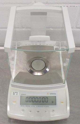 Used W 14708 D - Analytical Scale SARTORIUS CPA26P-OCE