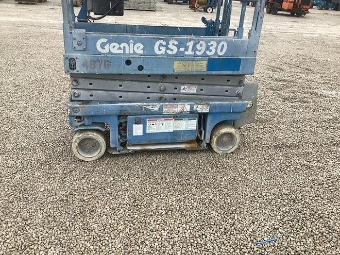 Used 2000 Genie GS-1930 DC Scissor Lift