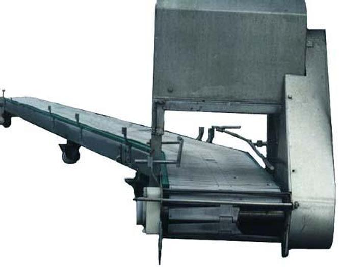Używane Transporter z taśmą plastikową płytkową, nierdzewny, z zakrętem ok. 35°, na kółkach