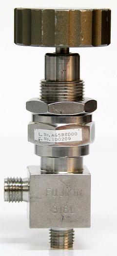 Used Fujikin  316L 6.35 Diameter 710 psi Open Close Flow Valve 1/4'' 2 port 90° (4462