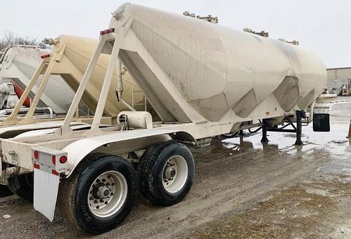 Used 1968 Fruehauf Cement Tankers (2)
