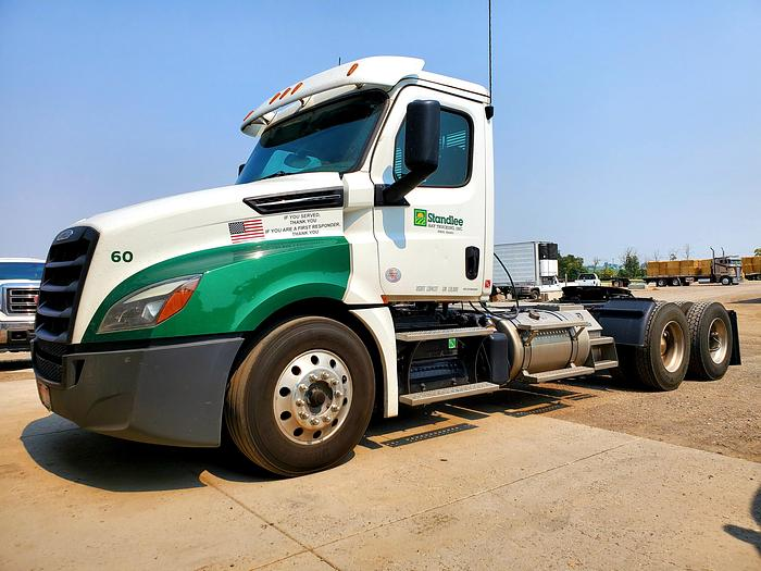 Used 2018 Freightliner Cascadia 126 Day Cab Truck