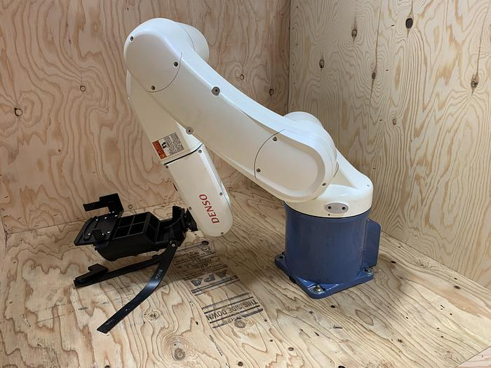 DENSO VS-6577M 6 AXIS CNC ROBOT 7 KG X 854MM REACH RC8 CONTROLLER MINT