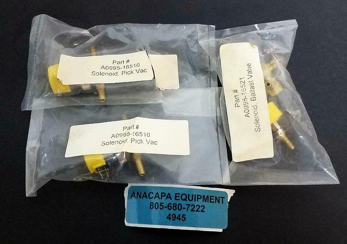 Clippard ET-3-24 VDC ETO-3-24 VDC Valve Assembly LOT of 3 NEW (4945)