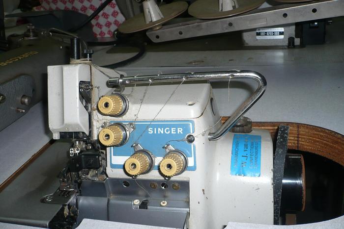 Gebraucht Overlockmaschine SINGER  Kl. 812 U 2N/4 Fd