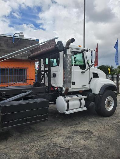 2006 Mack Granite CV-613 Roll-Off Garbage Truck