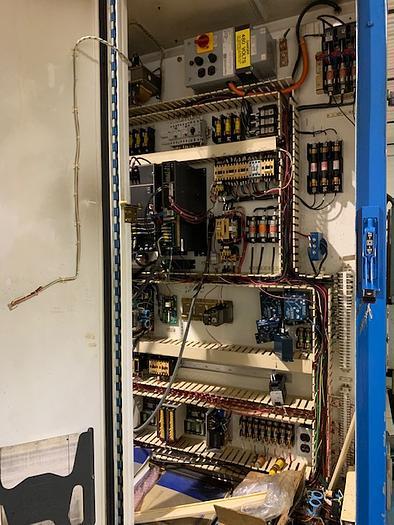 CINCINNATI MODEL 220-8 CENTERLESS GRINDER WITH PLC CONTROLS