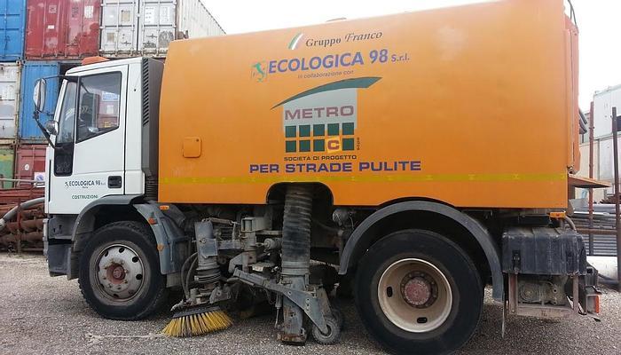 Usata N.2 autocarri spazzatrici, IVECO Eurocargo, allestiti dalla SMV per pulizia stradale