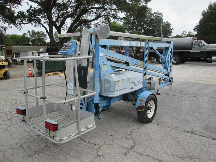 1999 Genie TMZ 34/19 towable manlift
