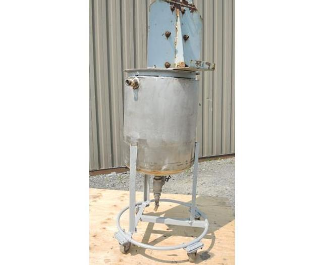 USED 8.5 GALLON JACKETED TANK, STAINLESS STEEL, WITH AIR MIXER