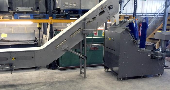 NETTING MACHINE WITH CLIP CLOSURE