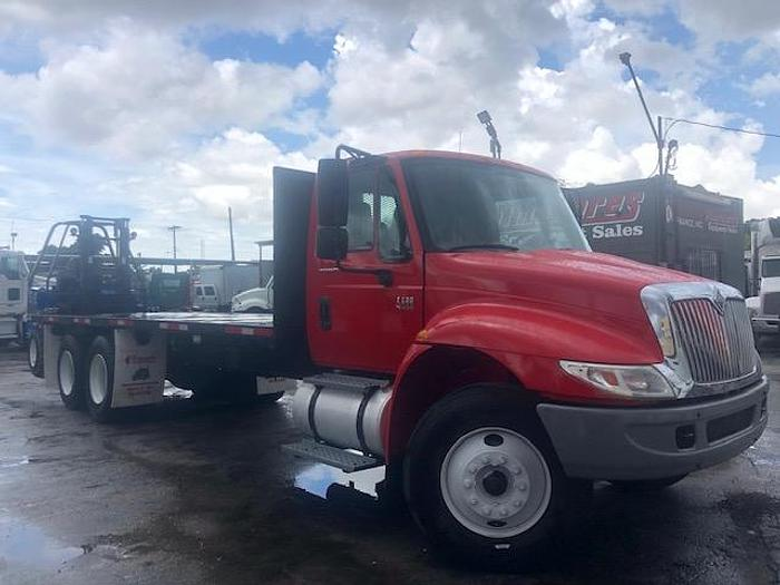 Used 2002 INTERNATIONAL 4400 26'CURTAIN SIDE FLATBED TRUCK