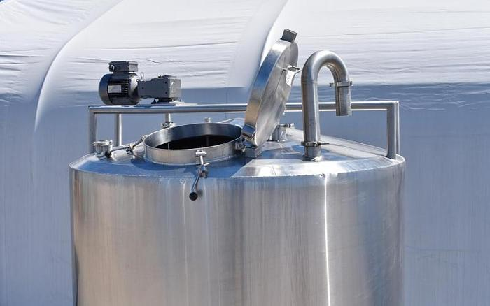 USED 1200 GALLON JACKETED TANK, STAINLESS STEEL, INSULATED, SANITARY, WITH MIXER