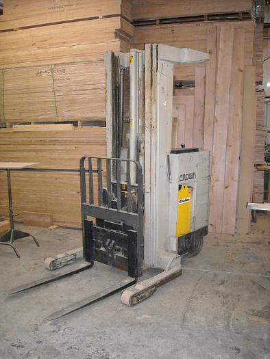 Crown Model 35RRTT Electric Stand Forklift
