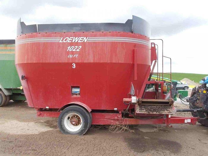 Used Loewen 1022 Vertical Feed Mixer