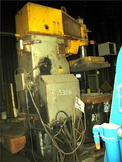 1987 BRITISH MOLDING MACHINE QJS-230 JOLT SQUEEZE ROLLER LIFT