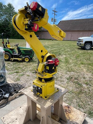 Used FANUC M16iB/20 6 AXIS ROBOT 20 kg X 1667 mm WITH FANUC R30IA CONTROLLER