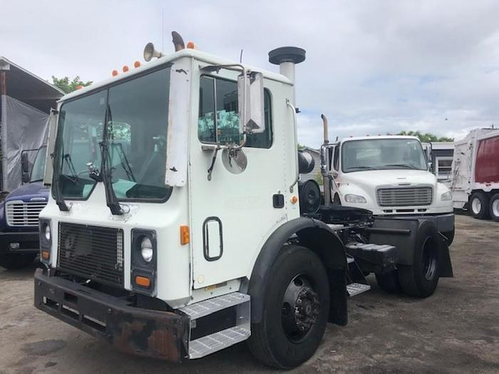 2007 MACK MR688S SINGLE AXLE DAYCAB TRUCK